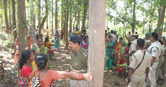 Protested-to-cutting-tree-Aajira-Odisha