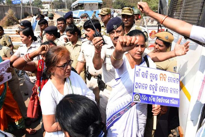 Protest-For-Liquor-Shop-Aajira-Odisha